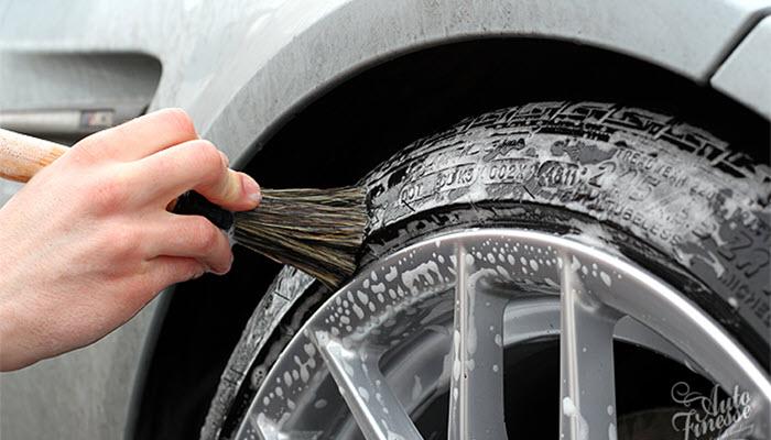 تمیز کردن تایر ماشین